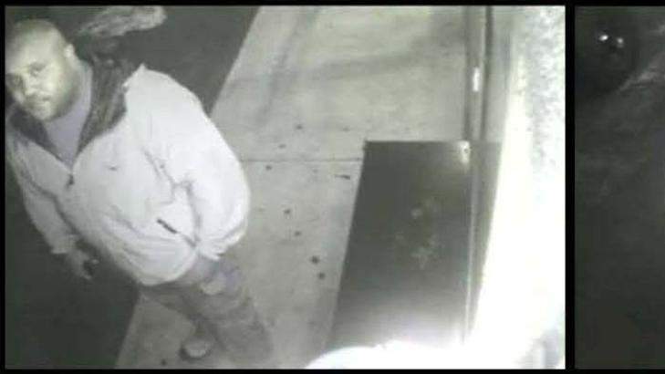 JAGES: Christopher Dorner, her fanget av et overv�kingskamera 28. januar, anses som en av de farligste r�mlingene Los Angeles-politiet har st�tt overfor. Foto: EPA / NTB Scanpix