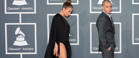 Her gir Jennifer Lopez (43) blanke i hudnekten p Grammy-showet