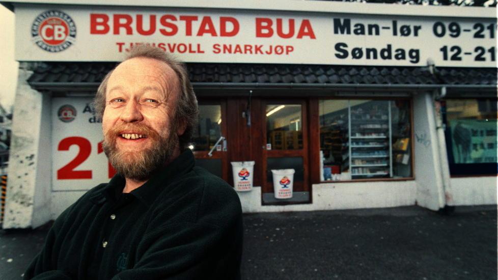 P� ORDET:  Kj�pmann Kjell S. Hatletvedt p� Tjensvoll i Stavanger tok statsr�den p� ordet og ga Brustad-bua et ansikt - fra i 1999. ARKIVFOTO: ERLING H�GELAND/DAGBLADET.