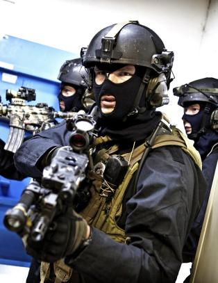 - Forsvarsbistand til politiet er brudd p� Grunnloven