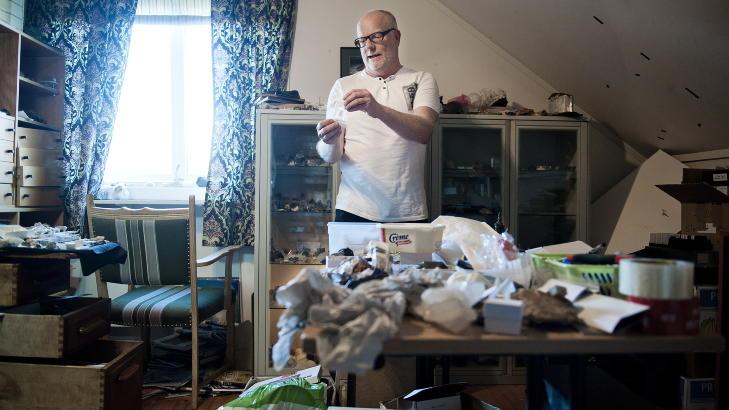 EKSPERT: Meteorittsamler Morten Bilet sier at steiner fra Russland-meteoren risikerer koste opp mot et par tusen kroner grammet. Foto: Benjamin A. Ward / Dagbladet