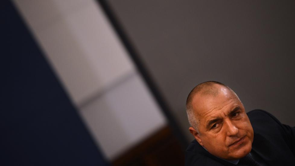 TREKKER SEG: Boyko Borisov trekker seg sammen med resten av regjeringen. De omfattende demonstrasjonene i landet den siste tiden oppgis som �rsak. Foto: NIKOLAY DOYCHINOV/AFP