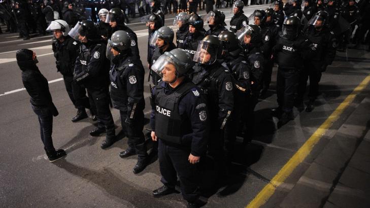 DEMONSTRASJONER: Politivold og demonstrasjoner den siste tiden skal ha f�rt til regjerings avgang. Foto: NIKOLAY DOYCHINOV/AFP