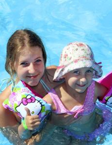 Emilia (14) klarte ikke si til lilles�ster Natalia (5) at hun skulle d�