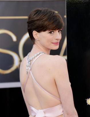 Anne Hathaway beklager Oscar-kjolen