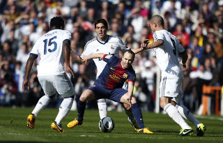 DRIBLET: Barcelonas Andres Iniesta. REUTERS/Paul Hanna