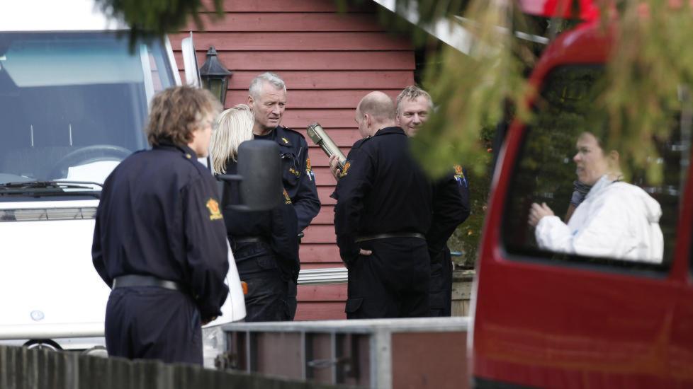 I 2011: Kriminalteknikere fra Kripos og en rekke andre politietater var involvert da Larvik-mannens hus ble ransaket på jakt etter våpen og sprengstoff halvannen måned etter terrorangrepene i Regjeringskvartalet og på Utøya. I går ble han påny arrestert, siktet for produksjon av narkotika. Han nekter imidlertid straffskyld, opplyser hans forsvarer overfor Dagbladet.  Arkivfoto: Per Øystein Støtvig