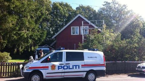 STOR UTRYKNING: Politiets bombegruppe m�tte g� gjennom det omfattende utstyret i boligen i 2011. Arkivfoto: Per �ystein St�tvig