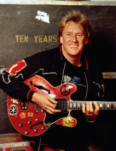Blues-gitaristen Alvin Lee er d�d