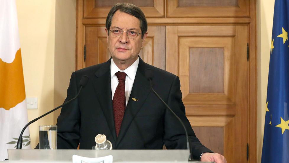 PRESSET: President Nicos Anastasiades er under hardt press for � f� til en l�sning p� Kypros' finansielle problemer. Her fra en TV-tale i kveld. Foto: CHRISTOS AVRAAMIDES / PIO / AFP / NTB SCANPIX