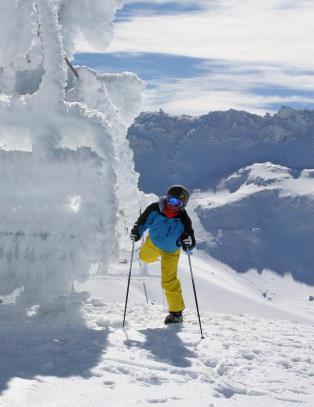 Du kan bare ta av deg skia og avslutte dagen med drinker p� stranda