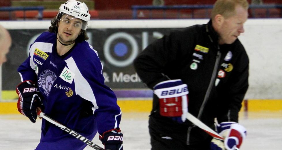 KLAR FOR RANGERS: Landslagssjef Roy Johansen liker ikke at han m� klare seg uten Mats Zuccarello Aasen i VM i Stockholm i mai, etter at Zuccarello n� er blitt formelt klar for en retur til NHL-klubben. Foto: Roy Wahlstr�m