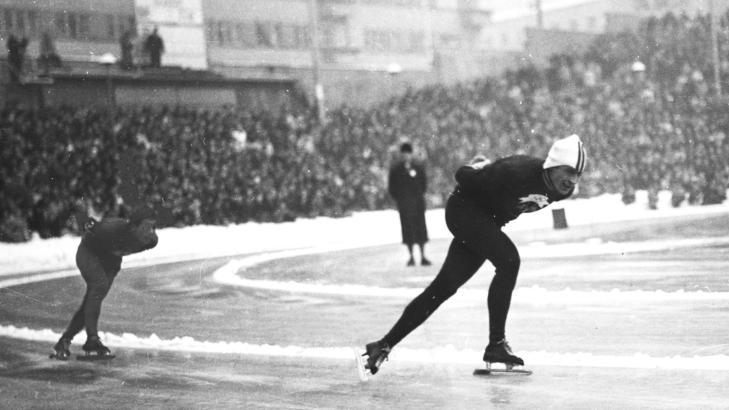 ET ANNET LEGENDARISK HJALLIS-BILDE:  Hjalmar Andersen har tatt igjen japaneren Kazuhiko Sugawara  med en runde p� veien mot OL-gull p� 10 000 meter p� Bislett i 1952. Foto: NTB Scanpix.
