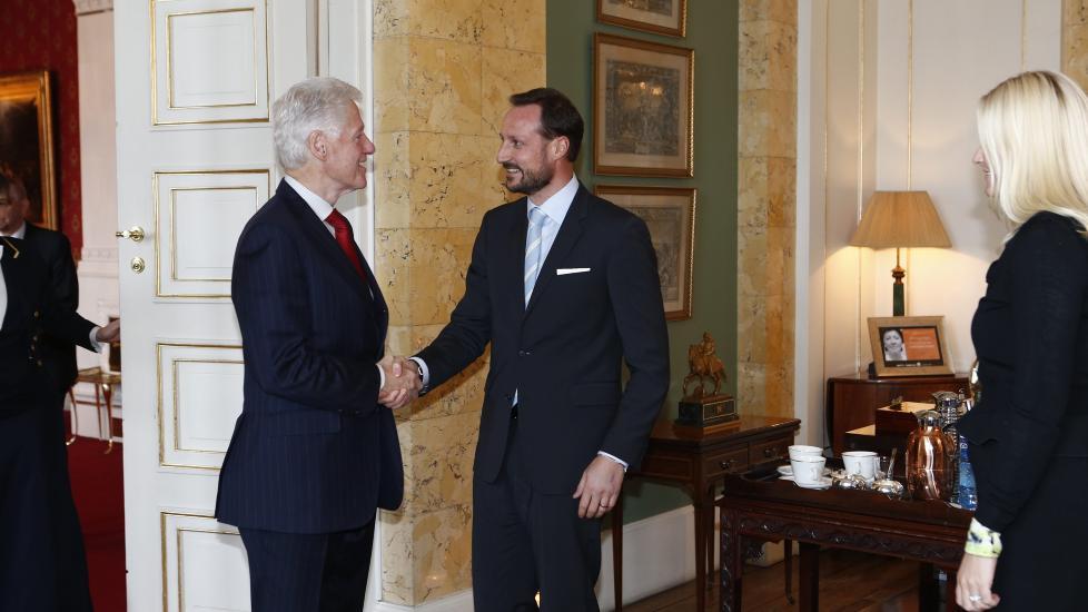GOODWILL-AMBASSAD�R: USAs tidligere president Bill Clinton bes�kte Oslo i februar i �r, som goodwill-ambassad�r for de internasjonale Postkodelotteriene. Han var ogs� i audiens p� Slottet hvor han m�tte kronprins Haakon og kronprinsesse Mette-Marit. Foto: Heiko Junge / NTB scanpix