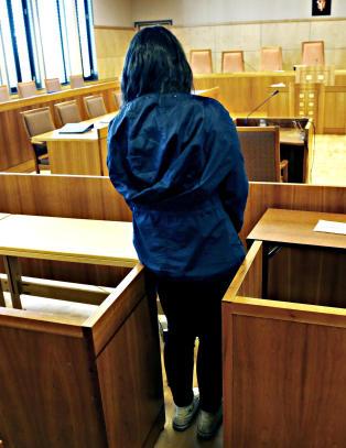 Overgrepsoffer (16) sl�r ring om jenta (17) i �ygard-retten