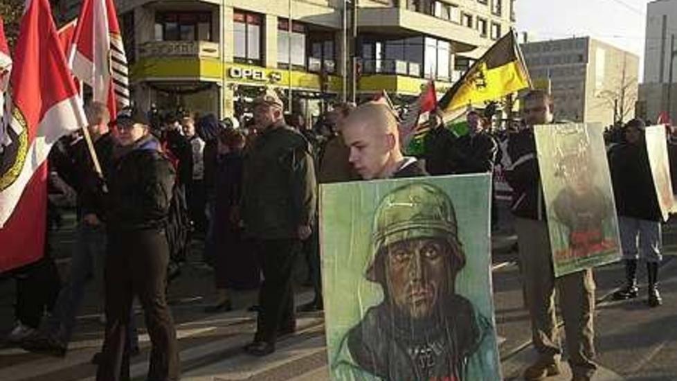 Tysk opprinnelse: En avd�d, navngitt tysk nynazist skal ha v�rt sentral i bombeattentatet i K�benhavn i 1992. Her demonstrerer nynazister fra Tyskland og andre nasjoner i Berlin i 2005. Foto: Gorm K. Gaare