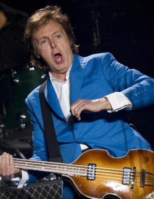 McCartney-scene invadert av insekter