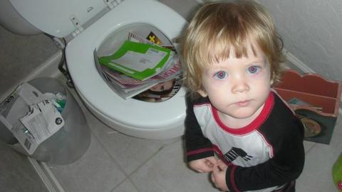 TATT PÅ FERSKEN: Du leste vel ikke disse bladene, mamma? FOTO: Shitmykidsruined.com