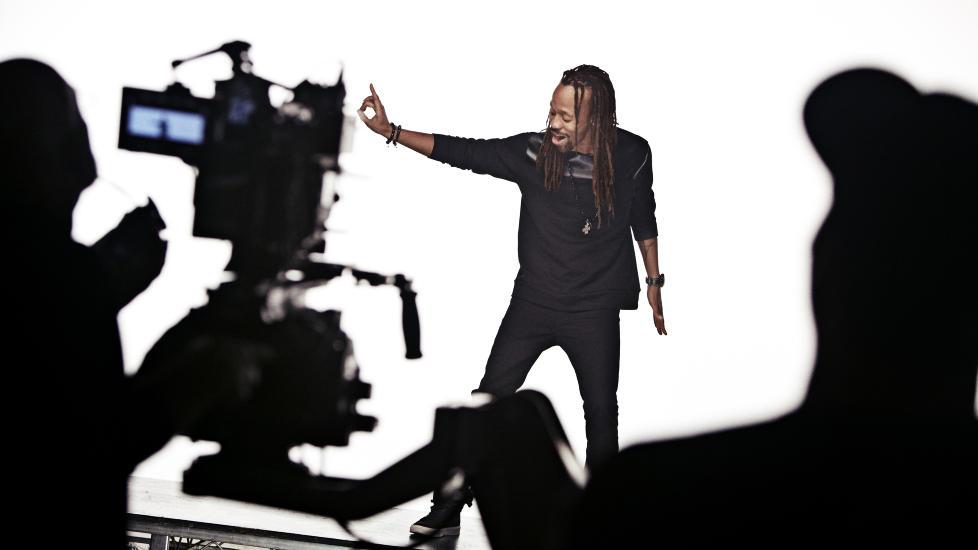 Stjernehjelp: Madcon-gutta har f�tt med seg Kelly Rowland p� singelen �One Life�, og hun er ogs� med i den Ray Kay-regisserte videoen til l�ta som slippes kommende l�rdag. Foto: Sony music