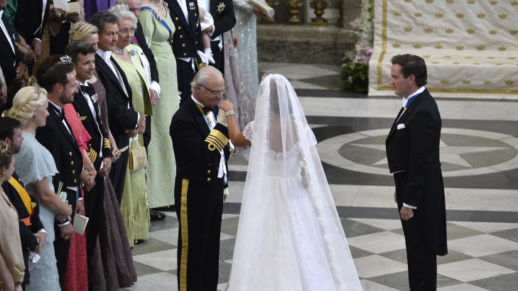 FULGTE DATTEREN: Kong Carl Gustav fulgte datteren ned midtgangen. Foto: Anders Wik