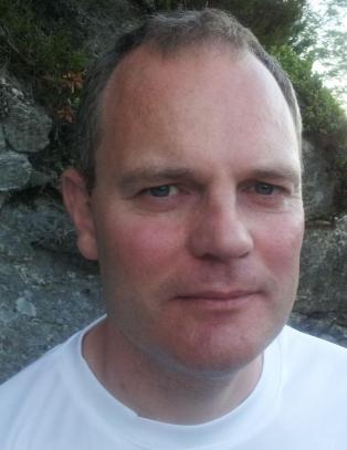 Mennesker brettes som papir i Knut Olavs vinnerdikt