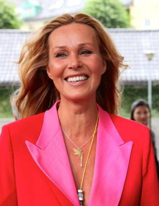 Dorthe Skappel kaster seg p� kjendistrenden