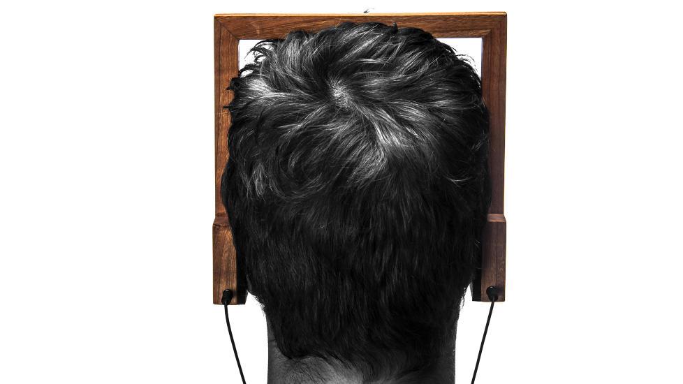 FOLKEFINANSIERING: Wood. Head. Phone. er en norsk hodetelefon i tre, utviklet av 19-�rige Andreas Fougner. Den blir satt i produksjon etter sommeren om  folkefinansieringsprosjektet fulltegnes av interesserte kj�pere.