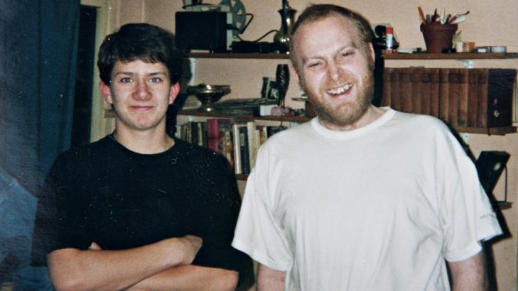 JARLE & JOKKE: Jarle Andh�y er gammel Jokke-fan - her hjemme hos helten p� begynnelsen av 90-tallet. Foto: Privat