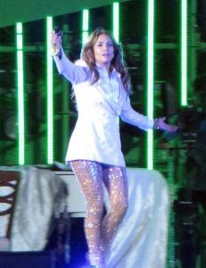 - J-Lo ber om unnskyldning etter bursdagssang til omstridt leder
