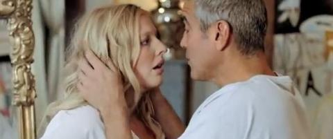 Husker du hun fra DnB-reklamen med George Clooney?
