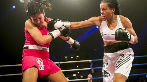 KNOCKOUT:  Mia St. John er den siste Brækhus var i ringen med. Da vant hun på knockout. Foto: Heiko Junge / NTB scanpix