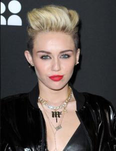 Derfor kvittet Miley seg med de lange lokkene