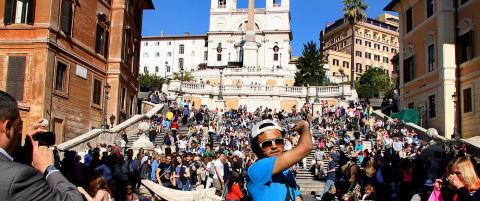 Her nyter du v�rsola p� et av Romas livligste steder