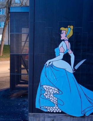 Blodt�rste Disneyfigurer lusker rundt hj�rnene i Stockholm