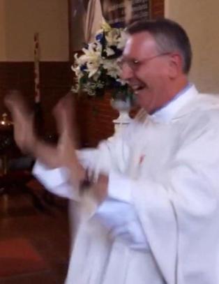 Presten Bruno er blitt YouTube-stjerne etter bryllupsstunt