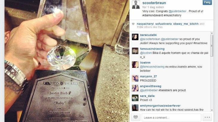 FÅR LITT AV KAKA: Justin Biebers manager Scooter Braun la ut bilde av Biebers Diamond-statuett, med teksten «Veldig kult. Gratulerer, Justin Bieber. Stolt av deg!» under. Foto: Faksimile av Instagram