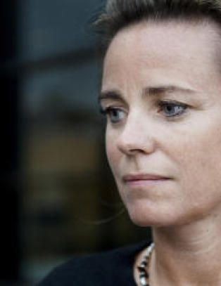 Siktet for voldtekt av to fem�ringer - samtykker til fengsling