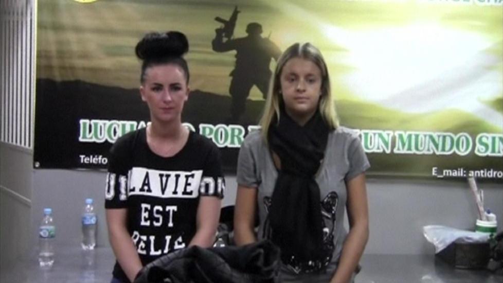 NARKOTATT: Irske Michaella McCollum Connolly (t.v) og skotske Melissa Reid, ble tatt med 11 kilo kokain i baggasjen. Foto: Reuters/NTB Scanpix