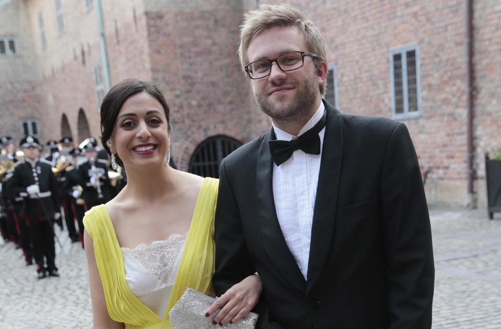 SAMMEN: Hadia Tajik og Stefan Heggelund ankommer Stortingets avslutningsfest p� Akerhus Slott i sommer Foto: Lise �serud / NTB scanpix