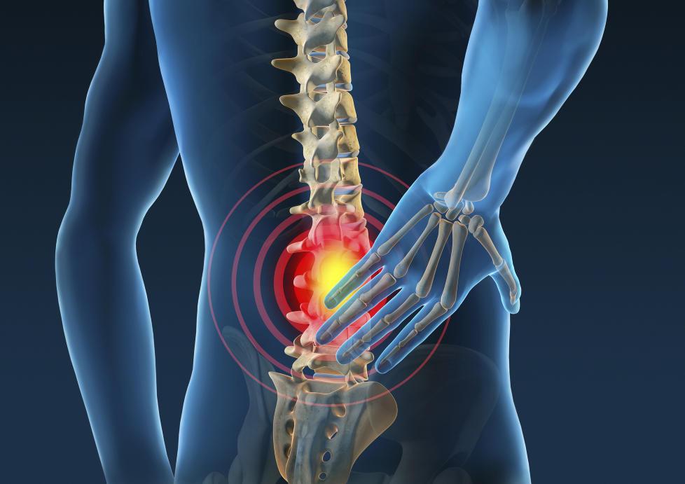 smerter i nedre del av magen og ryggen