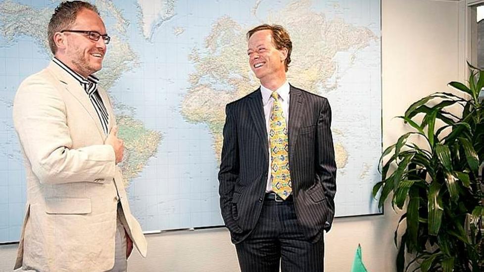 SLUTTSTREK: Adm. direkt�r Tom Einar Jensen (t.v.) og HR-direkt�r Richard Taylor i Agrinos fra den gangen alt var fryd og gammen. Foto: Agrinos