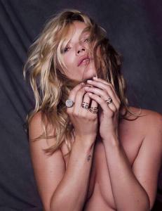 Kate Moss kaster kl�rne - igjen