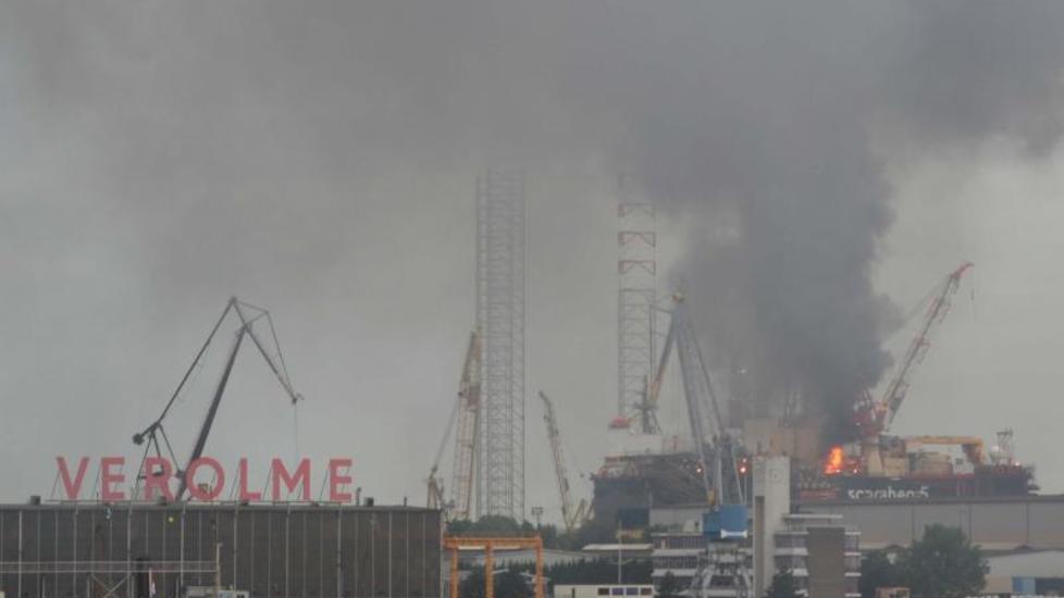 Norsk oljerigg brenner i Nederland - nyheter - Dagbladet.no Havenbedrijf Rotterdam