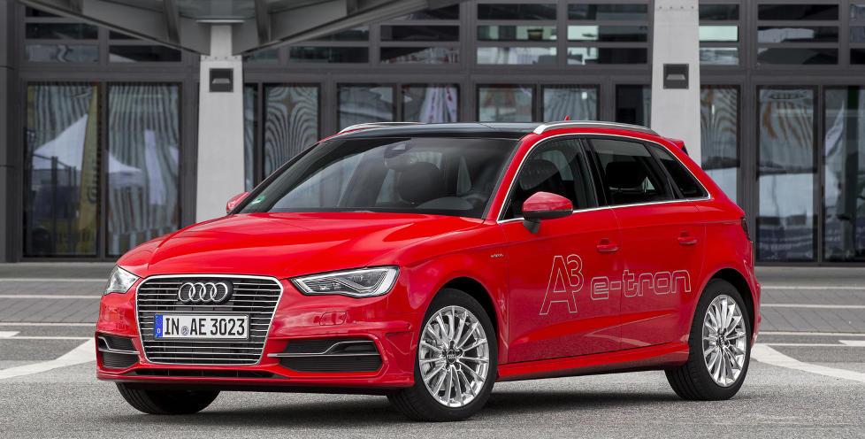 AUDIS F�RSTE: Neste sommer lanserer Audi sin f�rste plug-in-hybrid: Audi A3 Sportback e-tron. Den har et oppgitt forbruk p� 0,15 liter per mil med et CO2-utslipp p� beskjedne 35 g/km. Rekkevidden p� bare elektrisk drift skal v�re p� 50 kilometer. Foto: Audi