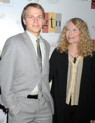 Mia Farrow hadde et forhold til Woody Allen og Frank Sinatra - samtidig