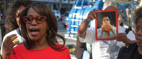 Fansen raser etter Jackson-familiens tap i retten