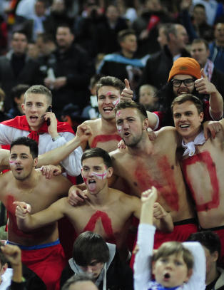 - Galskap � gi Polen 18 000 billetter til Wembley