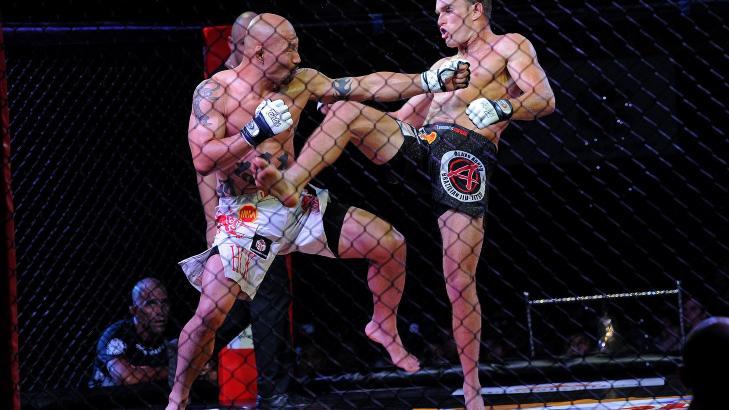 DET MESTE LOV:  MMA er kjent for sine f� regler. Her m�tes Kenko Samurai Ura (til venstre) Brad Terrey under MMA-World series-kamp. Foto: Ap Photo/ NTB scanpix.