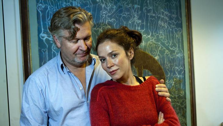 VIKTIG SKUESPILLER Regiss�r Per Olav S�rensen er glad for � f� med en av Storbritannias st�rste skuespillerstjerner, Anna Friel. - Hun er �godkjent� av BBC, sier regiss�ren. Foto: Anders Gr�nneberg