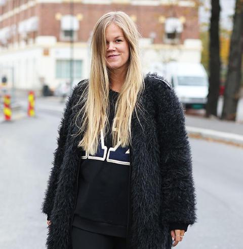 naken norsk kjendis lårhøye støvletter